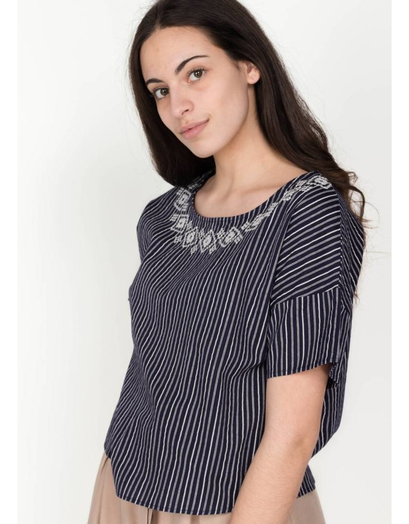 PRINTED SHORT SLEEVED ROUND NECK TOP