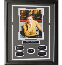WILLIAM SHATNER - CAPTAIN KIRK AUTOGRAPH 16X20 FRAME