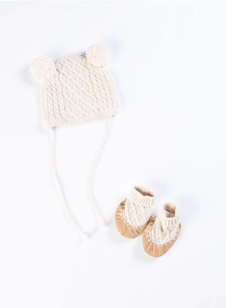 EGG Oat Cable Hat & Bootie Set