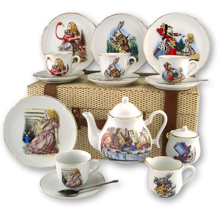 Europe ALICE IN WONDERLAND PICNIC BASKET TEASET