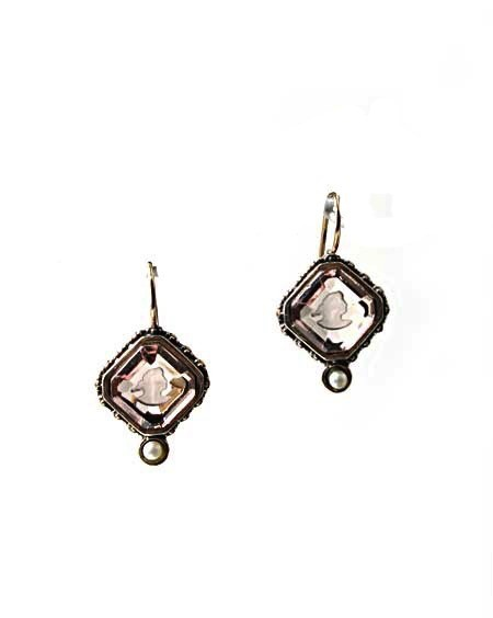 USA Cameo earrings w/pearl