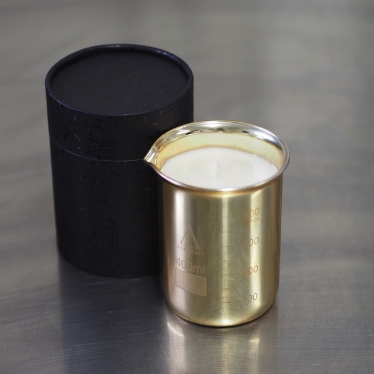 Australia 330GRAM GOLD BEAKER CANDLE - PINK GRAPEFRUIT & BERGAMOT