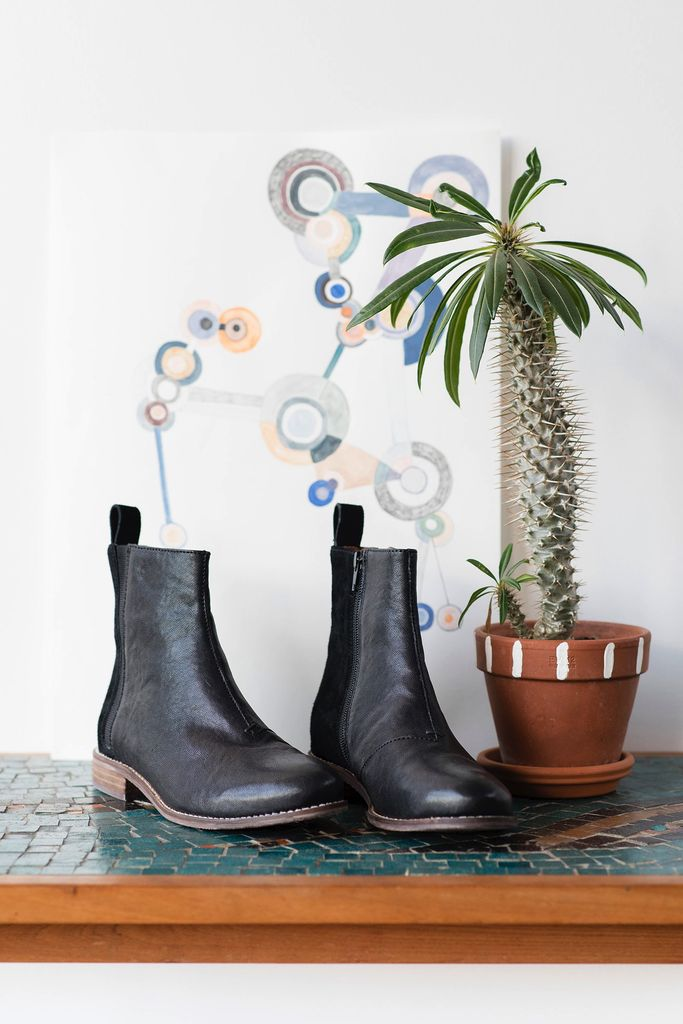 Australia 40 Black Chelsea Boots