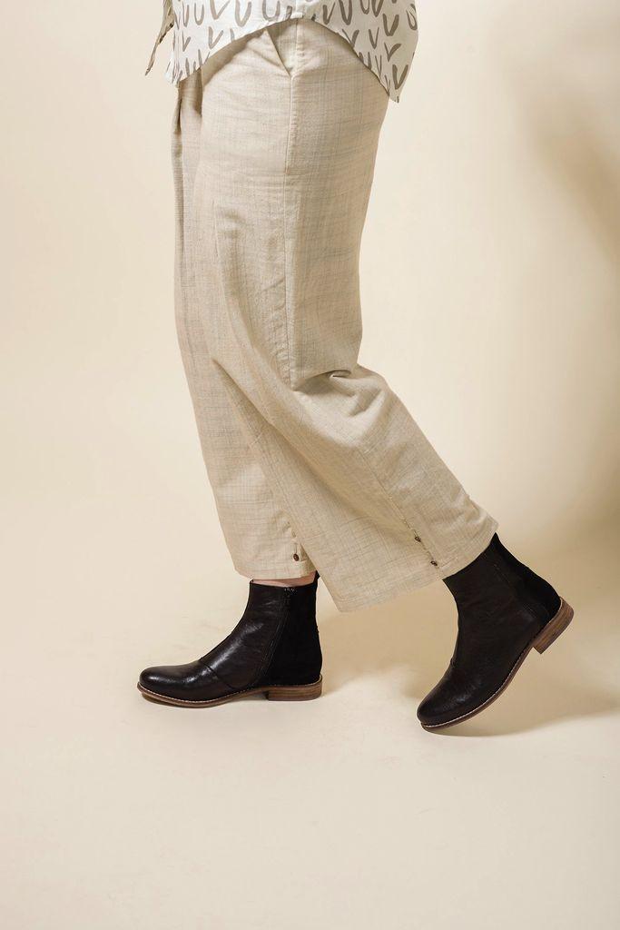 Australia 38 Black Chelsea Boots
