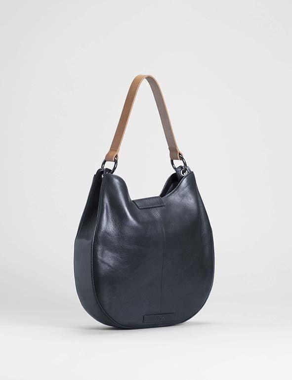 Australia BLACK Vekso strap bag