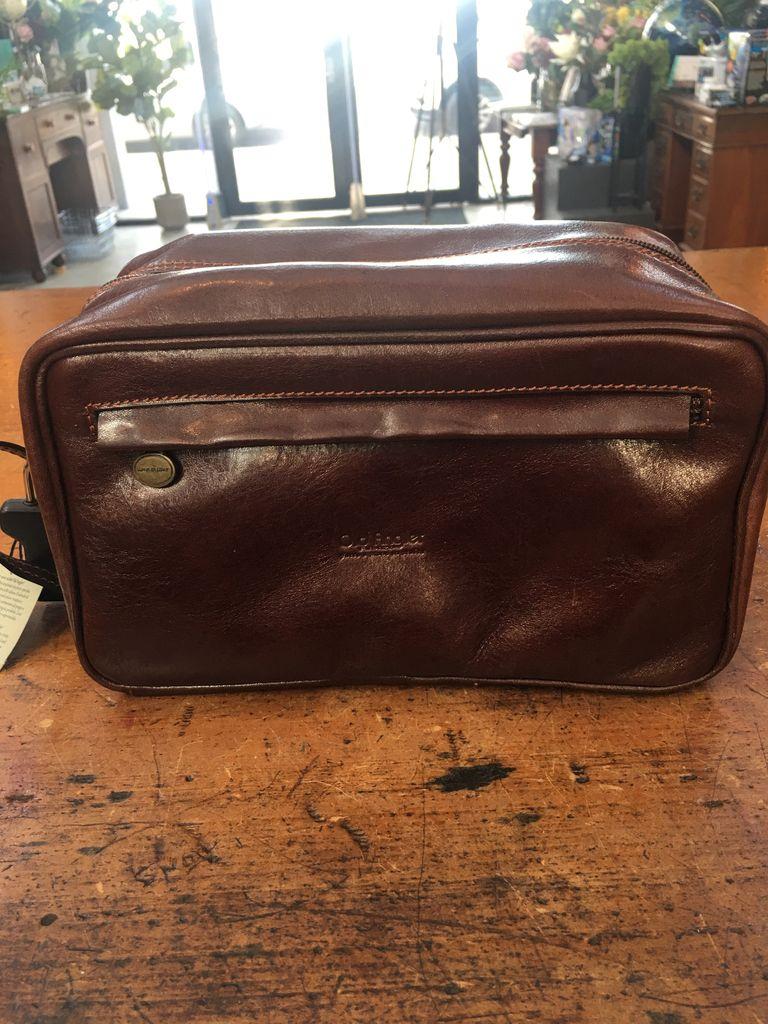 Australia Mens leather toiletry bag