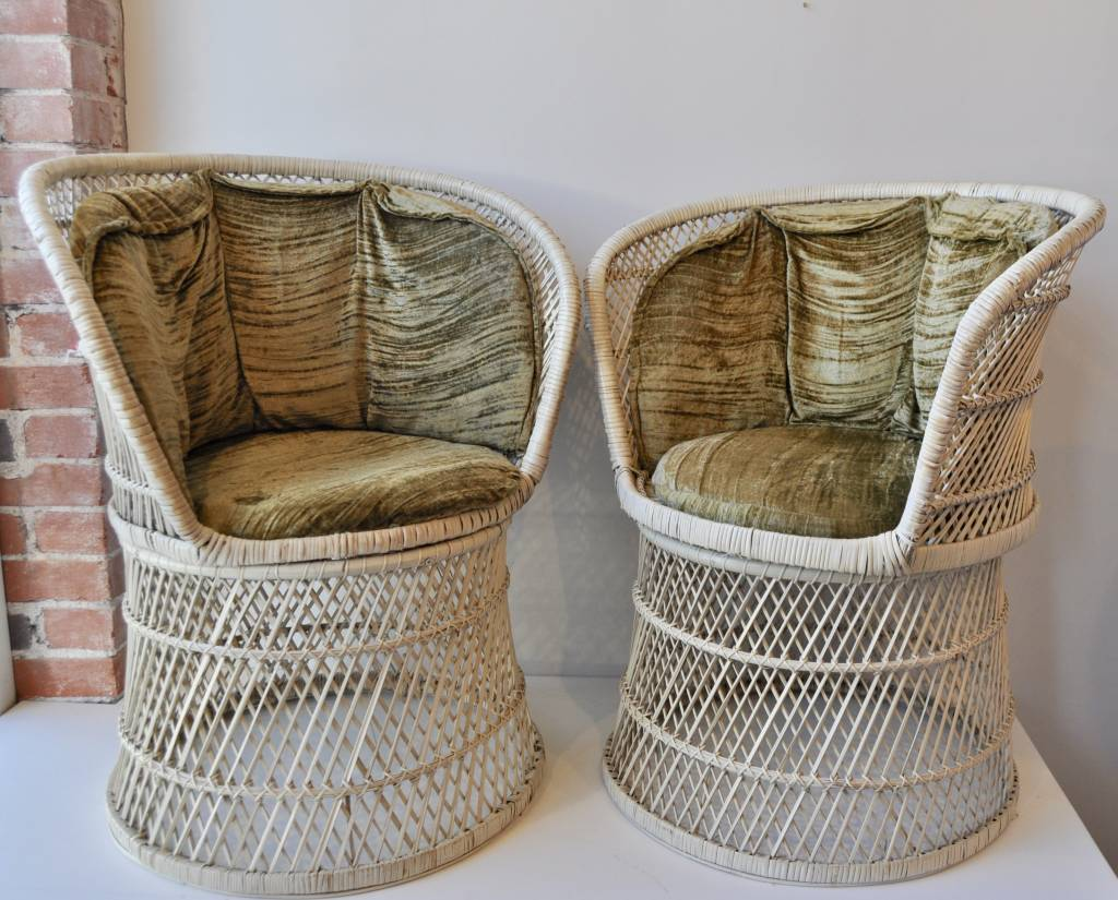 Bungalow Design Set Of White Rattan Chairs
