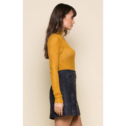 Quinn Mock Neck Turtleneck Mustard