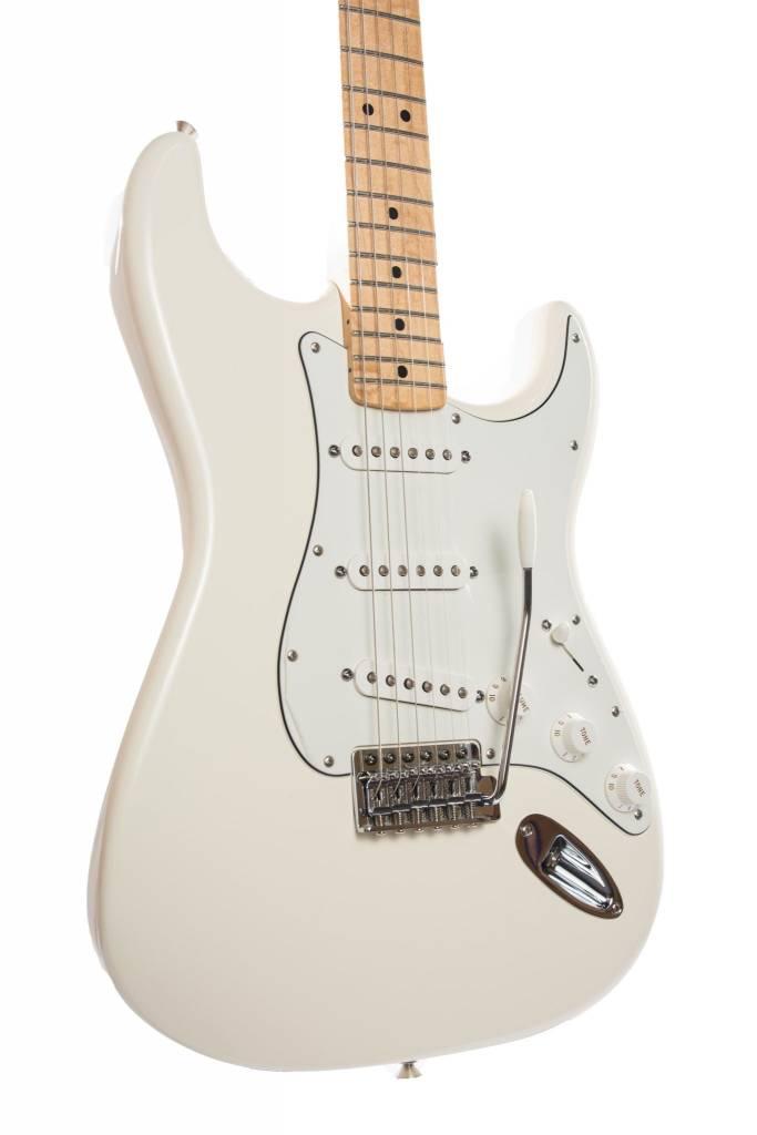 Fender Fender Standard Stratocaster®, Maple Fingerboard, Arctic White