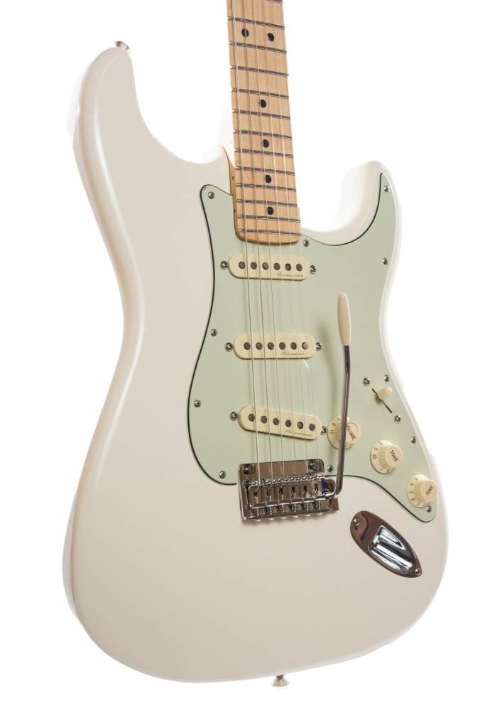 Fender Fender Deluxe Roadhouse Stratocaster®, Maple Fingerboard, Olympic White