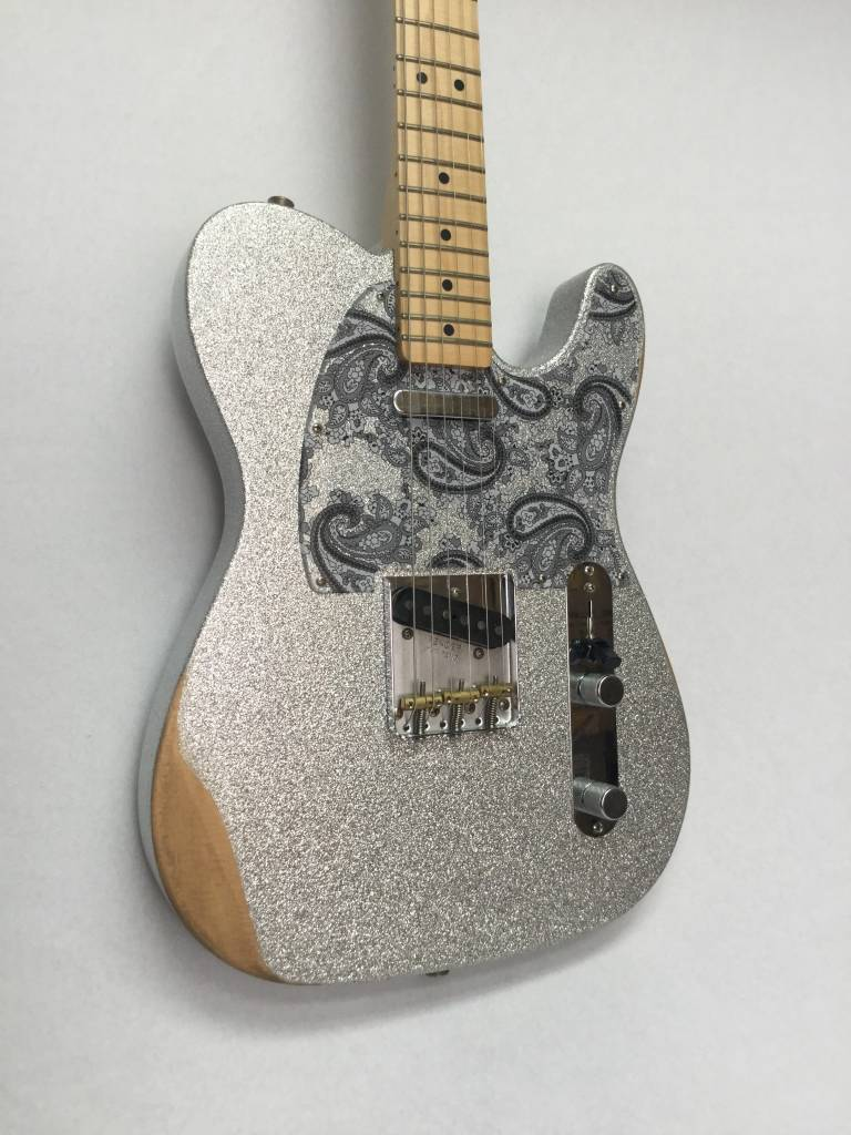 Fender Fender Brad Paisley Road Worn Telecaster®, Maple Fingerboard, Silver Sparkle