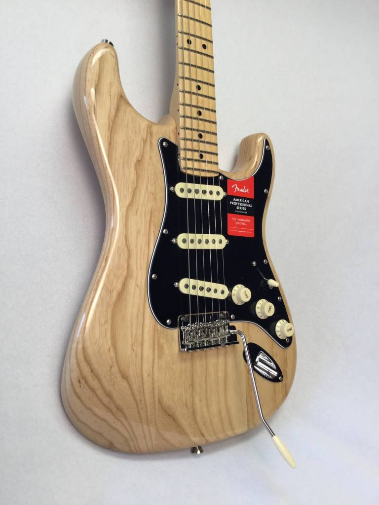 Fender Fender  American Pro Stratocaster®, Maple Fingerboard, Natural