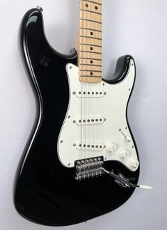 Fender Fender Standard Stratocaster®, Maple Fingerboard, Black