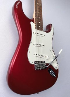 Fender Fender Standard Stratocaster®, Pau Ferro Fingerboard, Candy Apple Red
