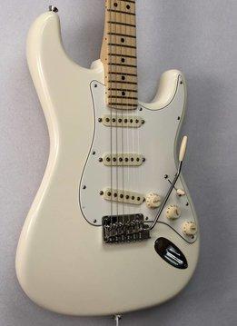 Fender Fender American Pro Stratocaster®,  Maple Fingerboard,  Olympic White