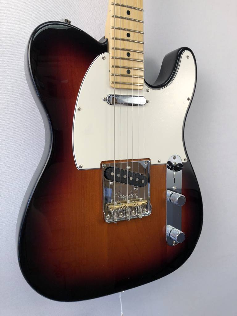 Fender Fender American Pro Telecaster®, Maple Fingerboard, 3-Color Sunburst