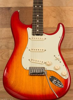 Fender Fender American Elite Stratocaster®, Ebony Fingerboard, Aged Cherry Burst