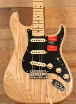 Fender Fender  American Pro Stratocaster®, Maple Fingerboard, Natural