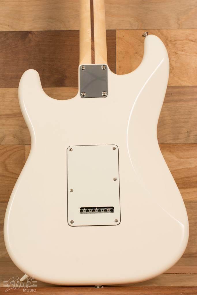 Fender Fender Standard Stratocaster®, Pau Ferro Fingerboard, Arctic White