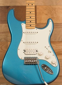 Fender Fender Standard Stratocaster® HSS, Maple Fingerboard, Lake Placid Blue