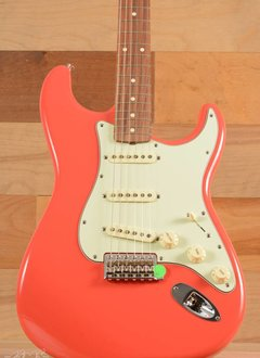Fender Fender Classic Series '60s Stratocaster® Lacquer, Pau Ferro Fingerboard, Fiesta Red