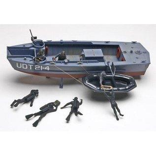 Revell-Monogram RMX UDT Boat With Frogmen Revell 1:35 Plastic Kit