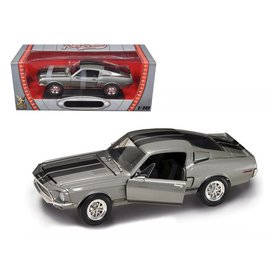 Road Signature Road Signature 1968 Shelby GT-500KR Gray 1:18 Scale Diecast Model Car