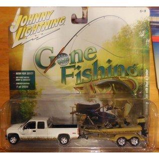 Johnny Lightning Johnny Lightning 2002 Chevrolet Silverado Truck White With Boat & Trailer Gone Fishing 2017 Series Release 1 1:64 Scale Diecast Model Car