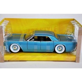 Jada Toys Jada Toys 1963 Lincoln Continental in Teal With Baby Moons 1:24 Scale Diecast Model Car