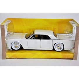 Jada Toys 1963 Lincoln Continental Whie With Baby Moons Jada 1:24 Diecast