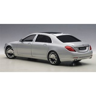 Auto Art Auto Art Mercedes Maybach S-Klasse S600 Silver 1:18 Scale Diecast And Resin Model Car