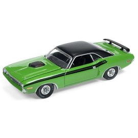 Auto World Auto World 1971 Dodge Challenger R/T Green Vintage Muscle Premium Series 2017 Release 1 1:64 Scale Diecast Model Car
