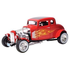 Motor Max 1932 Ford Hot Rod in Red With Flames Motor Max Platinum Collection 1:18 Scale Diecast Model Car