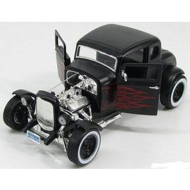 Motor Max 1932 Ford Hot Rod in Black With Flames Motor Max Platinum Collection 1:18 Scale Diecast Model Car