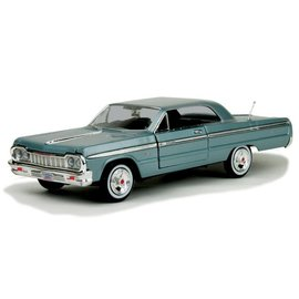 Motor Max Motor Max 1964 Chevrolet Impala Light Blue 1:24 Scale Diecast Model Car
