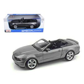 Maisto Maisto 2010 Ford Mustang GT  Convertible Gray 1:18 Scale Diecast Model Car