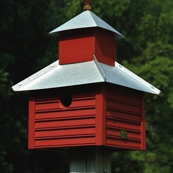 - HEARTWOOD RUSY ROOSTER BIRD HOUSE REDWOOD