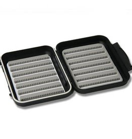 C&F C&F CF-1677 Small 7/7 Row Waterproof Fly Box
