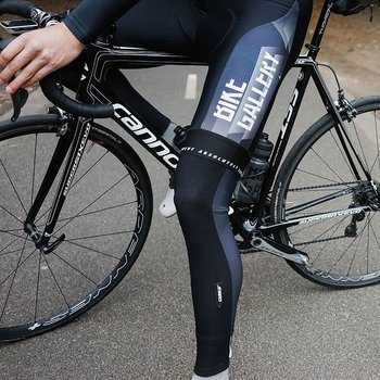 Q36-5 The Q36.5 Salopette Gregarious is their take on the classic bib short. It is designed and made in Italy by the discerning former head of R&D at Assos, Luigi Bergamo. On every product tag the manifesto of Q36.5 is clear to see, an extreme vision of the fut