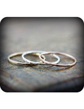Le Cubicule Gold filled hammered skinny ring