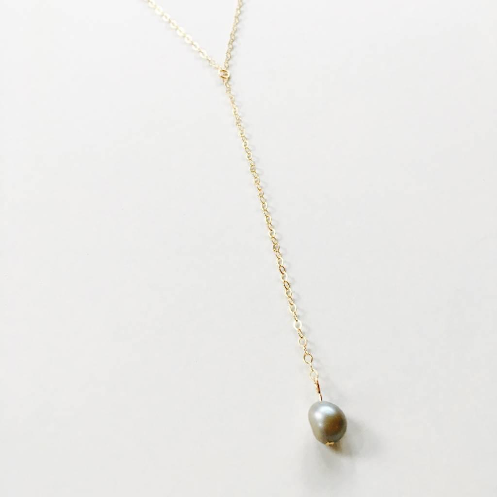 L'AUNE Grey Pearl Y Necklace