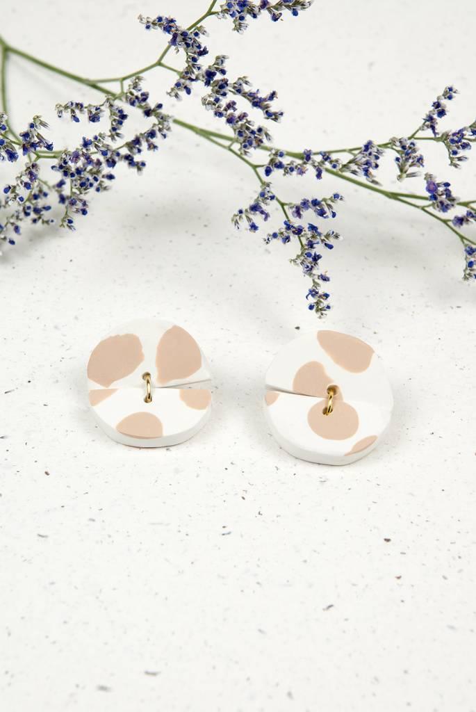 Oeil Noir Beige Circle Earrings