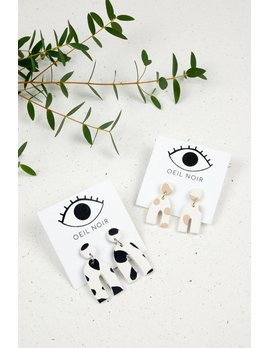 Oeil Noir Beige U Shaped Earrings