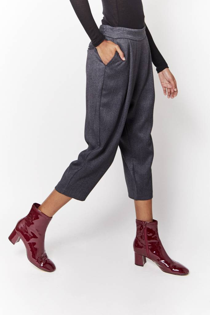 d.r concept Cropped Grey Pant