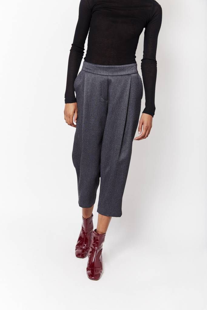 d.r concept Cropped Grey Pant