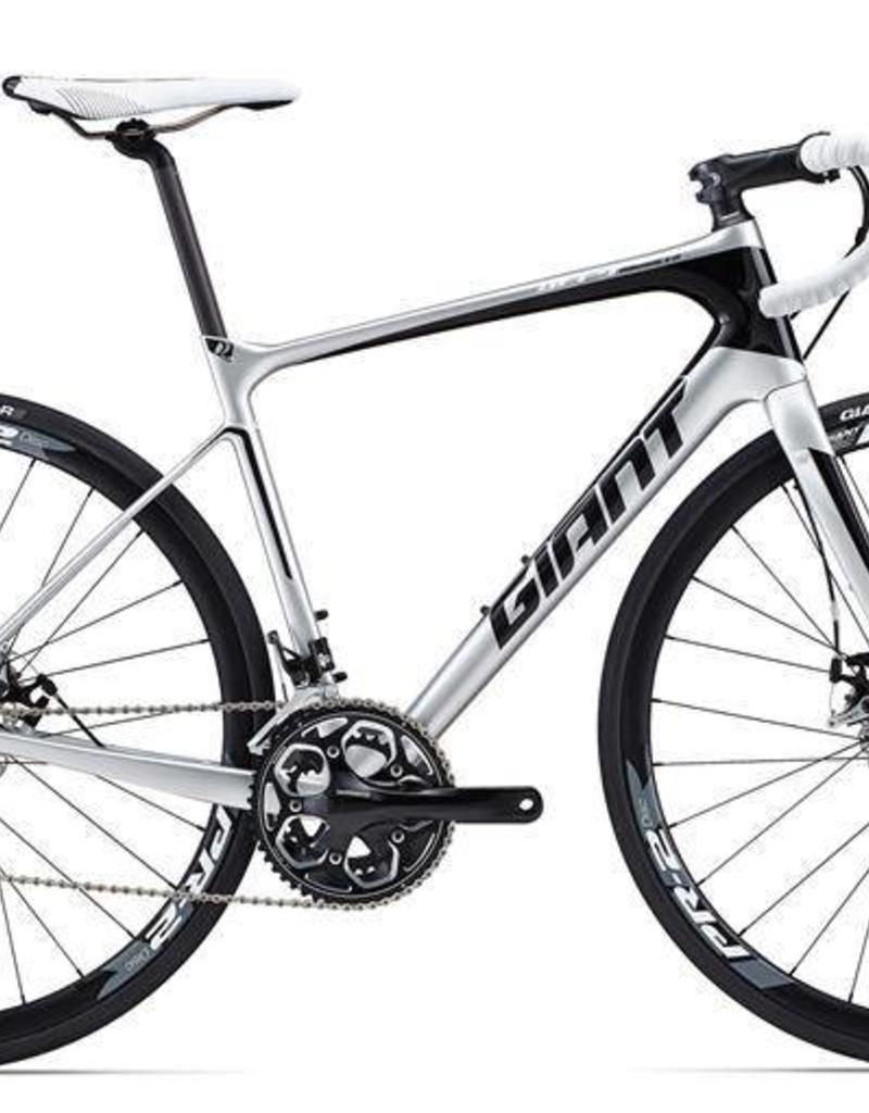 Giant Giant Defy Advanced 2 2015 Silver/Black/White M/L Bicycle