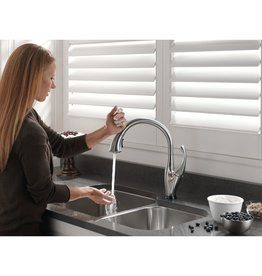 Delta Delta 9192T Addison Touch Kitchen Faucet - Arctic Stainless