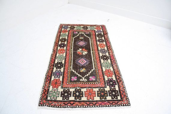 "ZA-093 TURKISH RUG (2' 8"" x 5' 5"")"