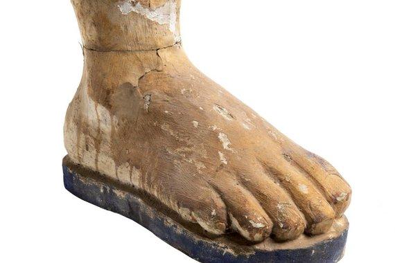 CARVED WOOD FOOT