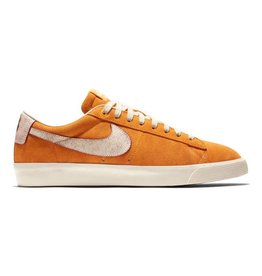 "NIKE NIKE BLAZER LOW GT QS ""BRUISED PEACH"" - CIRCUIT ORANGE"